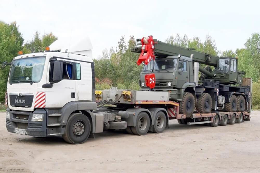 Что перевозили: Перевозка военной спецтехники с завода АО «Галичский автокрановый завод» в адрес военной части